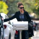 Kate Beckinsale – Returns home in Los Angeles