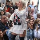 Christina Aguilera – Performing on NBC's 'Today' Show in New York - 454 x 690