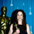 Holly Hunter At The 66th Annual Academy Awards (1994) - Press Room - 418 x 634