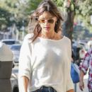Alessandra Ambrosio picks her little boy up from school on January 17, 2017 - 429 x 600