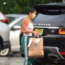 Zoe Kravitz – Picks up some Mexican take out food in Bedford