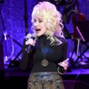 Dolly Parton performs onstage during the 2016 Medallion Ceremony at Country Music Hall of Fame and Museum on October 16, 2016 in Nashville, Tennessee - 436 x 600