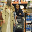Angelina Jolie Shopping With Daughters In Los Angeles  (September 04, 2019) - 454 x 654