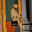 Taylor Swift In Green Jeans Leaving Her Apartment In Nyc