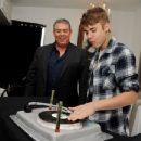 Justin Bieber arrives at an interview for The Elvis Duran and the Morning Show at Bagatelle Restaurant on March 24, 2012 in West Hollywood