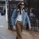Jessica Gomes – Arrives at airport in Sydney - 454 x 681