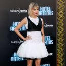 Sofia Boutella – 'Hotel Artemis' Premiere in Los Angeles - 454 x 696