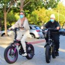 Hailey and Justin Bieber – Riding Electric Bikes in Los Angeles - 454 x 498