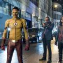 The Flash S04E01 - 454 x 303