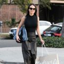 Jordana Brewster Is Seen Out Shopping With Friends - 400 x 600