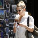 Kate Hudson Sipping Iced Coffee In New York City