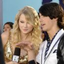 Joseph Jonas and Taylor Swift - 454 x 443