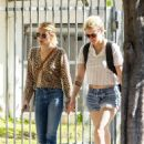 Emma Roberts and Kristen Stewart – Arrives at Kristen's new apartment in Los Feliz