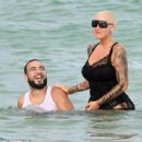 Amber Rose and French Montana on the beach in Miami, Florida - May 14, 2017 - 454 x 438