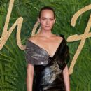 Amber Valletta – 2017 Fashion Awards in London - 454 x 639