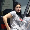Ariel Winter in Ripped Jeans at Sherman Oaks Veterinary Group