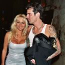 Pamela Anderson and Tommy Lee - 454 x 683
