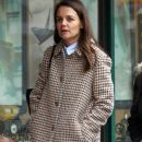 Katie Holmes walks with her friend around Manhattan, New York's West Village neighborhood on January 10, 2017 - 388 x 600