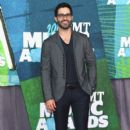 Actor Tyler Hoechlin attends the 2015 CMT Music awards at the Bridgestone Arena on June 10, 2015 in Nashville, Tennessee - 399 x 600