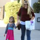 Busy Philipps and her daughter Birdie running errands in Los Angeles, California on December 14, 2013 - 429 x 594