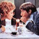 Carla Gravina, Dustin Hoffman - 450 x 297