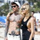 Chiara Ferragni spotted out at the beach in Miami, Florida on March 26, 2017 - 454 x 596