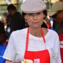 Minnie Driver – Los Angeles Mission Hosts Thanksgiving Event For The Homeless - 454 x 718
