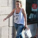 Haylie Duff stops by a UPS Store to mail a package in West Hollywood, California on December 27, 2013 - 424 x 594