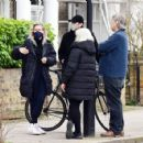 Vanessa Kirby – with her parents checking out Georgian style 3 story house in North London - 454 x 426