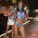 Lorena Rae – 2018 Victoria's Secret Fashion Show Runway in NY - 454 x 704
