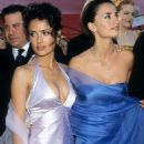 Salma Hayek and Penelope Cruz At The 72nd Annual Academy Awards (2000) - 454 x 680