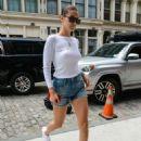Gigi and Bella Hadid – Leaves Gigi's Apartment in NYC - 454 x 615