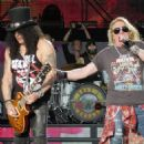 Guns N' Roses New Zealand 2017 - 454 x 467