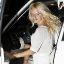 Pamela Anderson - Nobu Restaurant, L.A. (08/16/09)