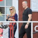 Reese Witherspoon at the Brentwood Country Market with her hubby and their son Tennessee in Brent wood, California on December 10, 2016 - 453 x 600