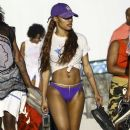 Teyana Taylor enjoys a day on the beach with her daughter Iman Tayla Shumpert Jr. and other family members in Miami, Florida on January 18, 2017 - 386 x 600