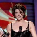 1998 MTV Movie Awards - Neve Campbell - 454 x 322