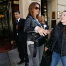 Cindy Crawford – Arriving at her hotel in Paris
