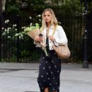 Amelia Windsor – Pictured with bouquet of flowers while out in London - 454 x 550