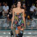 Kendall Jenner – Versace Runway Show SS 2019 at Milan Fashion Week - 454 x 682