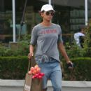 Halle Berry – Shopping at the grocery store in Lost Hills - 454 x 681