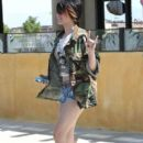 Paris Jackson & Mother Debbie Rowe Out For Lunch In Palmdale - 405 x 594