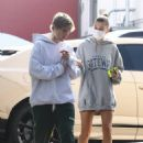 Hailey Bieber and Justin Bieber – Out for brakefats in Santa Monica