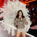 Adriana Lima – 2018 Victoria's Secret Fashion Show Runway in NY - 454 x 716