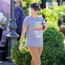 Kaley Cuoco – Seen out and about in Calabasas - 454 x 681