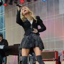 Carrie Underwood - Performing On Good Morning America In Nashville - Nov 10 2009