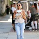 Kourtney Kardashian – Seen Out in Los Angeles - 454 x 589
