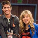 Max Ehrich and Jennette McCurdy