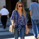 Hilary Duff in Ripped Jeans grabs lunch at La Scala in Beverly Hills - 454 x 681