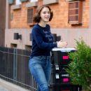 Rachel Brosnahan – 'The Marvelous Mrs. Maisel' Filming Rehearsals in Chelsea, New York - 454 x 708